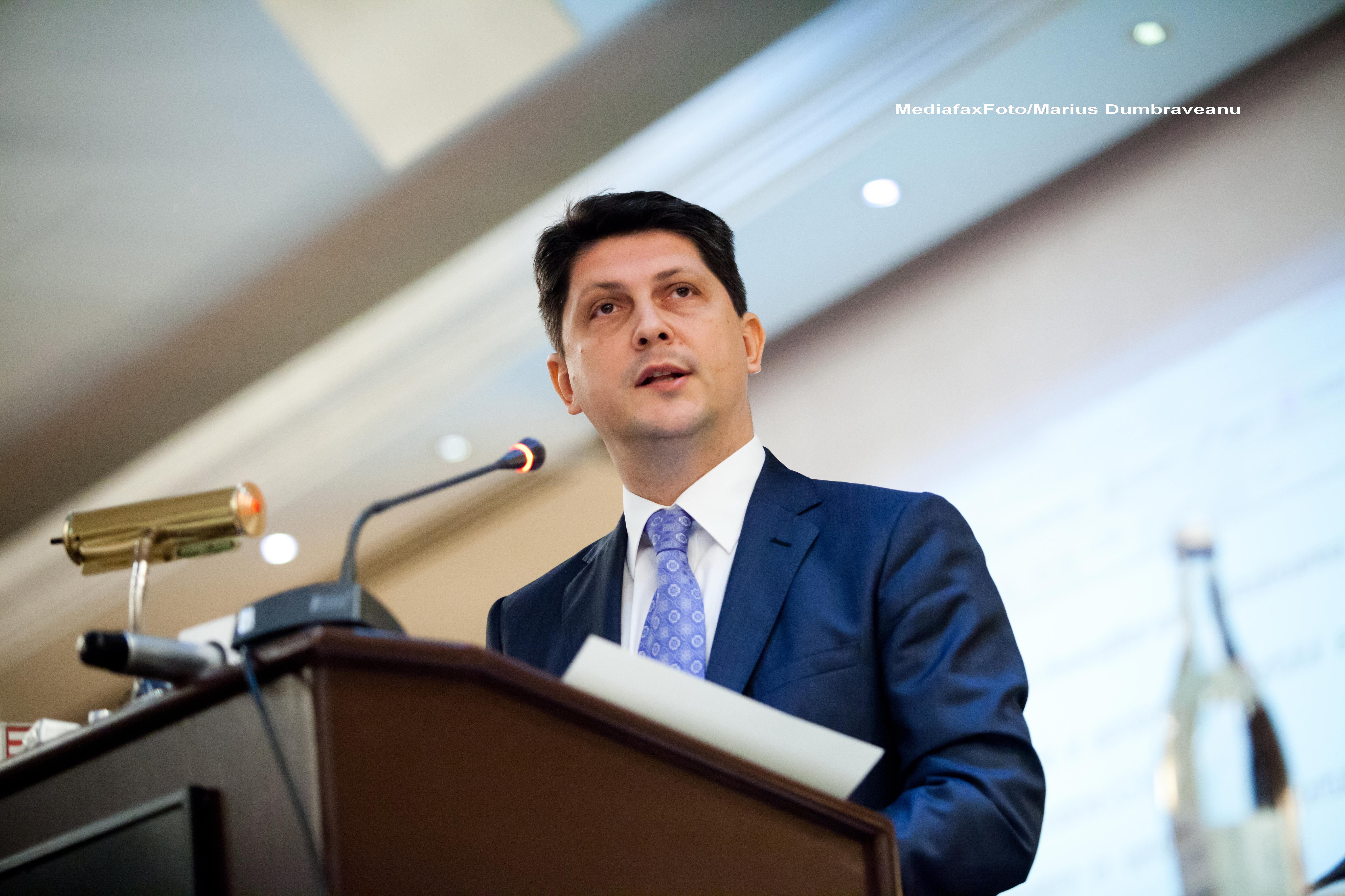 Corlatean: Am primit mandat sa discut cu presedintele Basescu numirile de ambasadori