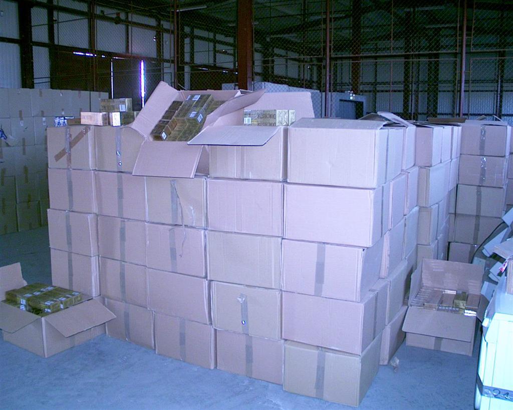 Descinderi in Arad si Curtici pentru destructurarea unei retele de contrabandisti de tigari