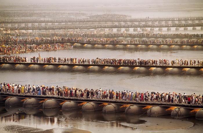 Locul in care 70 mil. de oameni se roaga in acelasi timp.Cum arata o festivitate religioasa in India