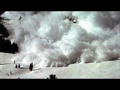 Noua alpinisti au murit intr-o avalansa din masivul Mont Blanc