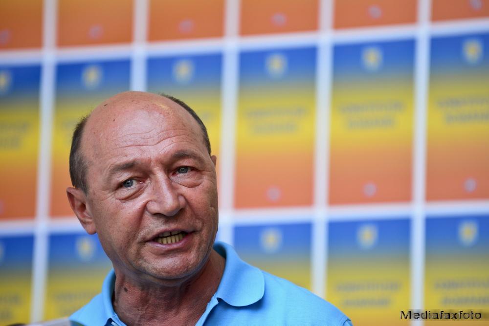 Secretele telefonului negru cu 12 butoane din biroul presedintelui. Basescu:
