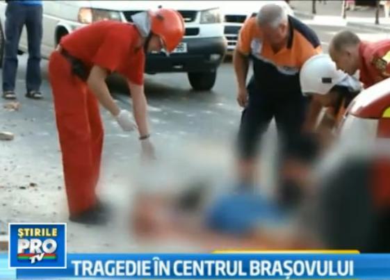 O femeie a murit dupa ce a fost lovita de o bucata de tencuiala in Brasov. Sotul ei, grav ranit