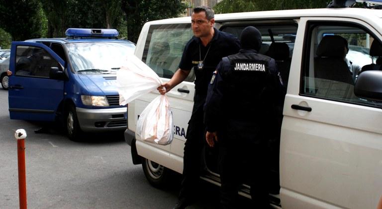 Ofiterii DIICOT sunt pe urmele unor contrabandisti de parfumuri scumpe