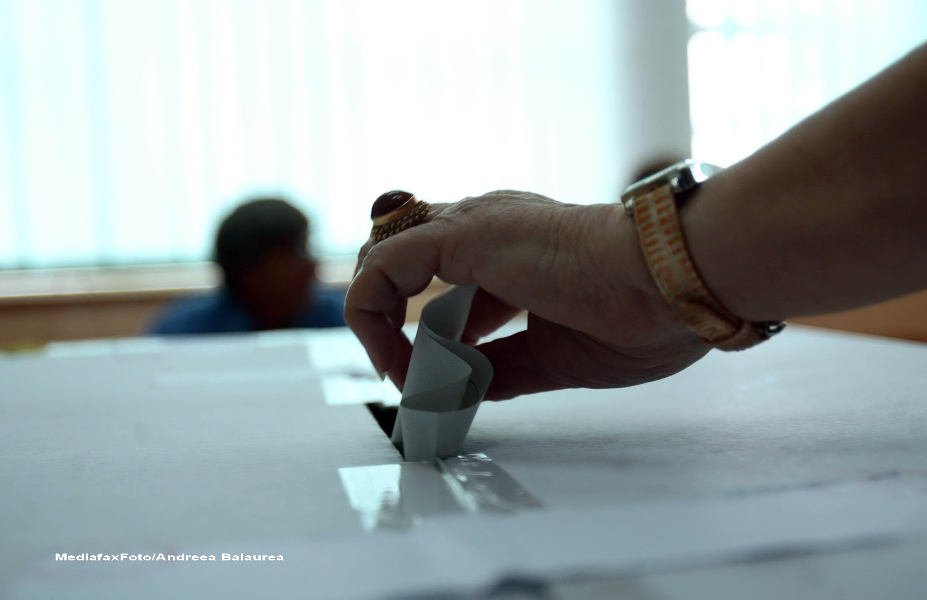 Revizuirea Constitutiei, propunere PNL: Drept de vot la 16 ani