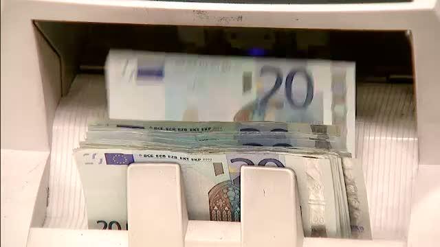 Bloomberg: Riscul economic al aprecierii euro este noua durere de cap a Europei