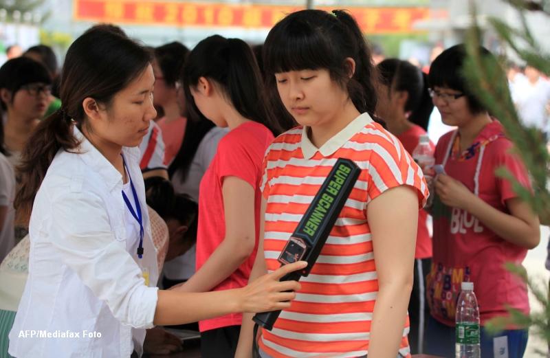 China are unul dintre cele mai dure examene din lume. Candidatele n-au voie sa poarte sutien