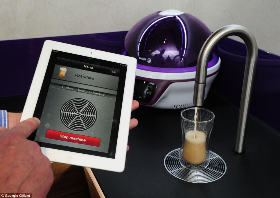 iPad-uri in pereti, cesti controlate de o telecomanda si pasaje secrete. Cum arata casa viitorului