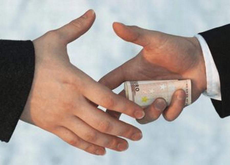 Raport CE: Coruptia politica si mica coruptie raman o problema semnificativa in Romania