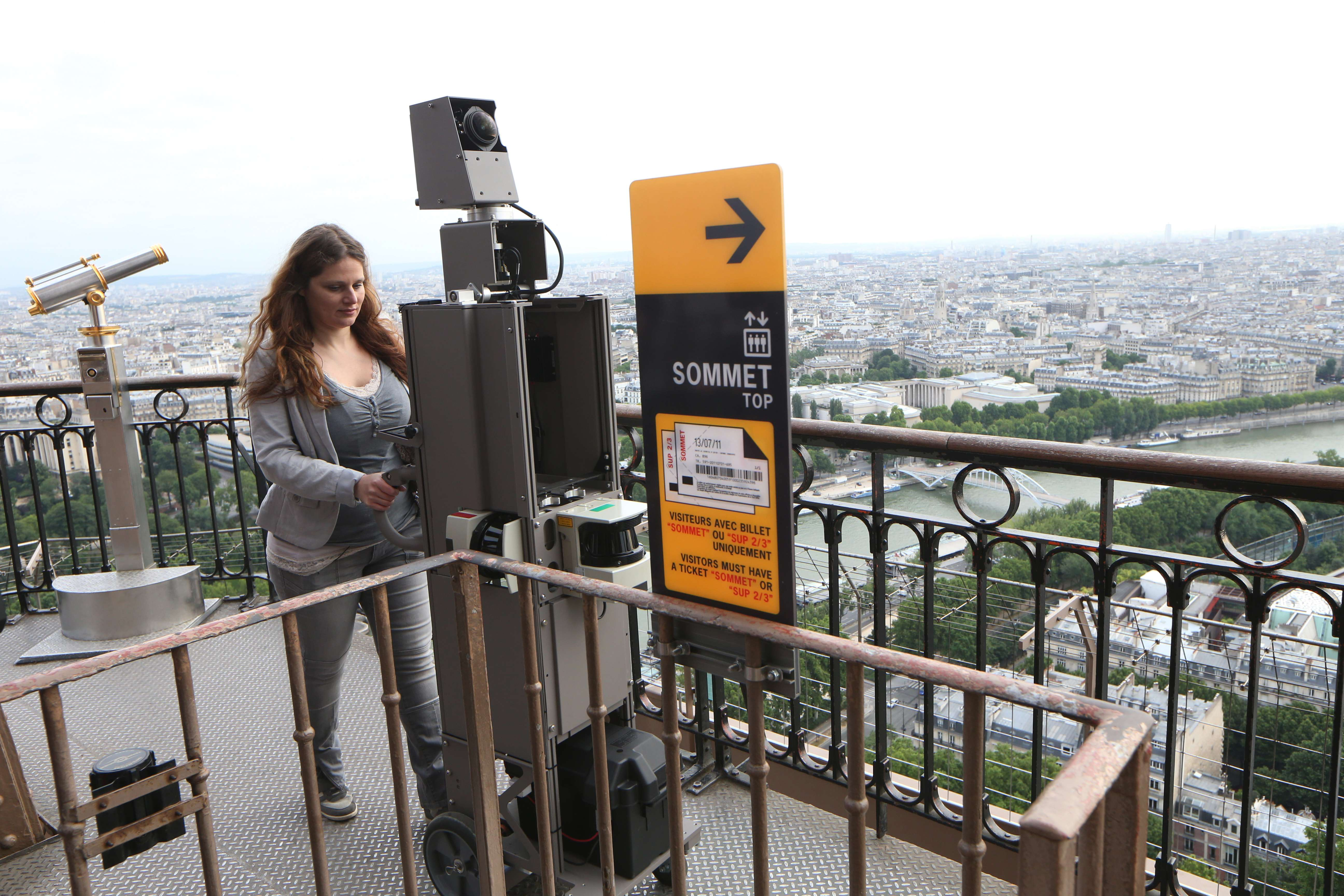 Imagini panoramice de pe Turnul Eiffel, incluse in Google Street View