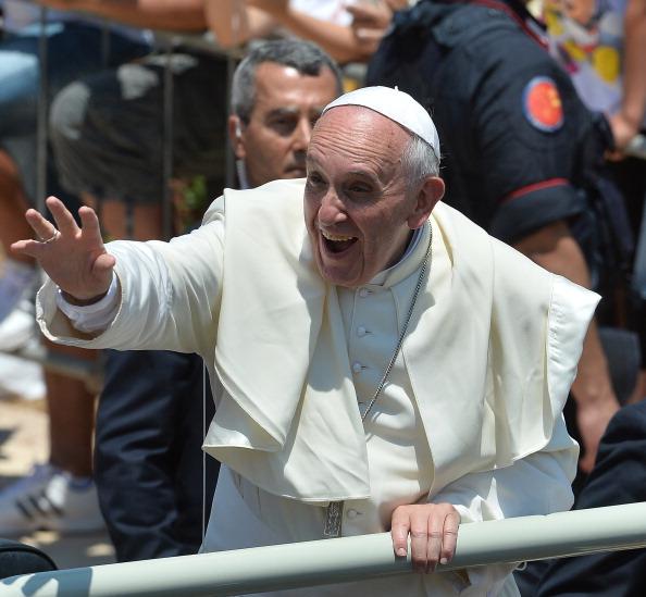 Biserica Catolica a anuntat ca Papa Francisc ofera