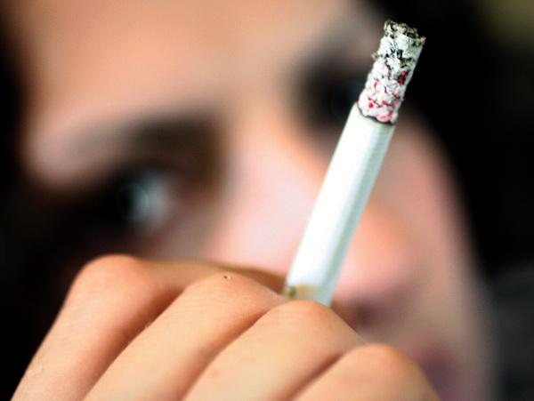 Petitie pentru cresterea taxei pe viciu de Ziua Mondiala fara Tutun. Peste 42.000 de romani mor anual din cauza fumatului