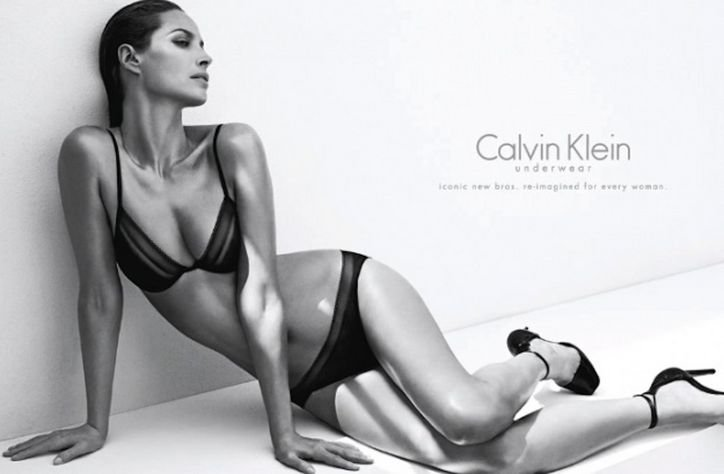 Modelul care face reclama pentru Calvin Klein e de nerecunoscut.