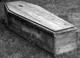 Intamplare neplacuta in timpul unei inmormantari. Ce au observat oamenii prezenti, in sicriu
