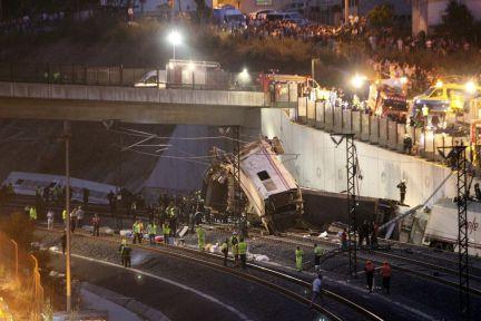 Tragedia din Spania, in imagini. Galerie FOTO de la locul unde un tren de mare viteza a deraiat