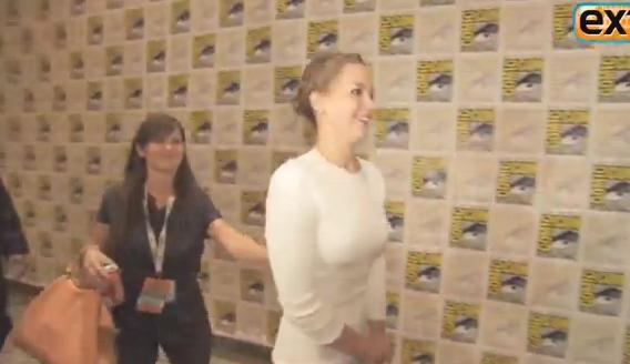 Castigatoare de Oscar, atitudine de scolarita. Jennifer Lawrence, spectacol pe covorul rosu. VIDEO