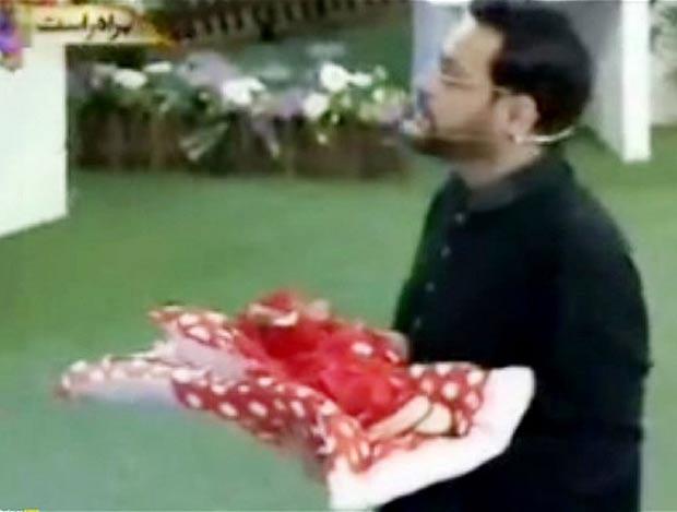 Razboiul audientelor de Ramadan. Prezentatorii din Pakistan ofera copii abandonati telespectatorilor