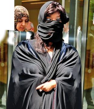 Printesa araba sau prostituata? Cum arata femeia care da 1.5 mil. de dolari pe luna pe parfumuri