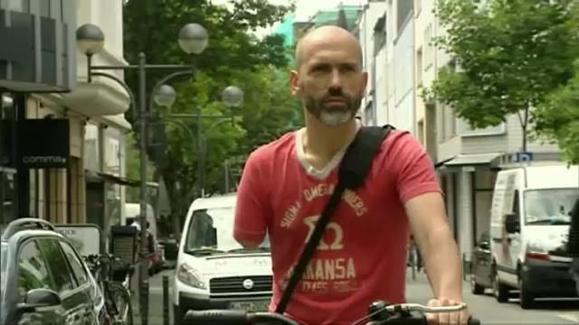 Roman fara un brat, amendat in Koln pentru ca avea doar o frana de mana la bicicleta. Politia si-a cerut scuze