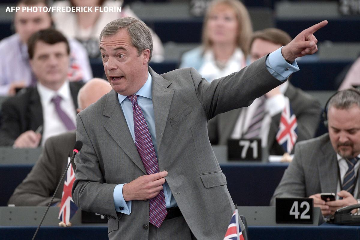 S-au intors cu spatele in timp ce se intona imnul. Gest socant al europarlamentarilor extremisti din UKIP. VIDEO