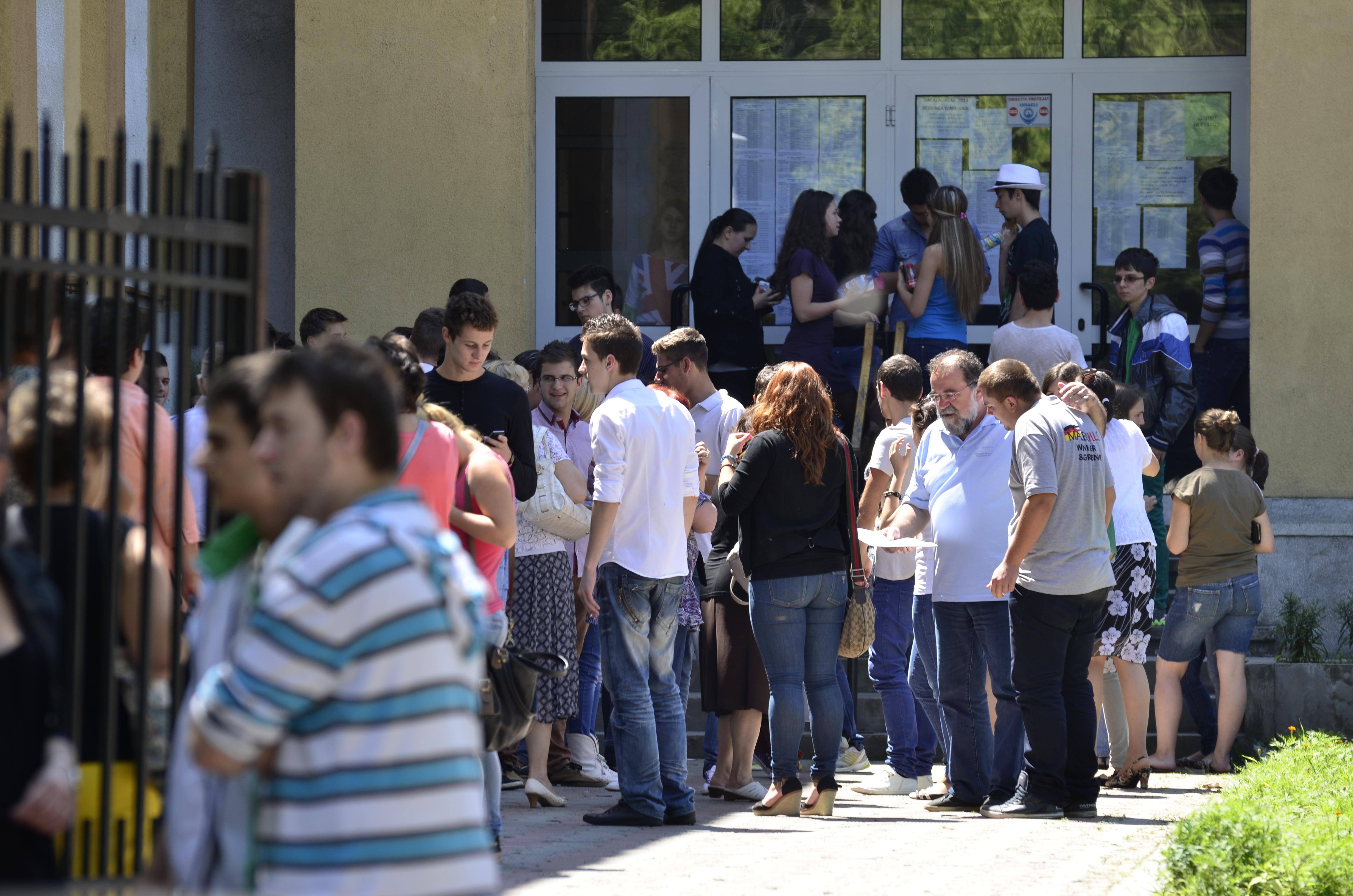 BACALAUREAT 2014, SESIUNEA DE TOAMNA. Peste 63.000 de absolventi, inscrisi la a doua sesiune a examenului de bacalaureat