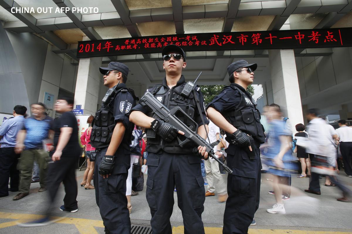 Gao Kao, examenul care ucide zeci de oameni in fiecare an. In China, viata sta in loc cand se da bacalaureatul