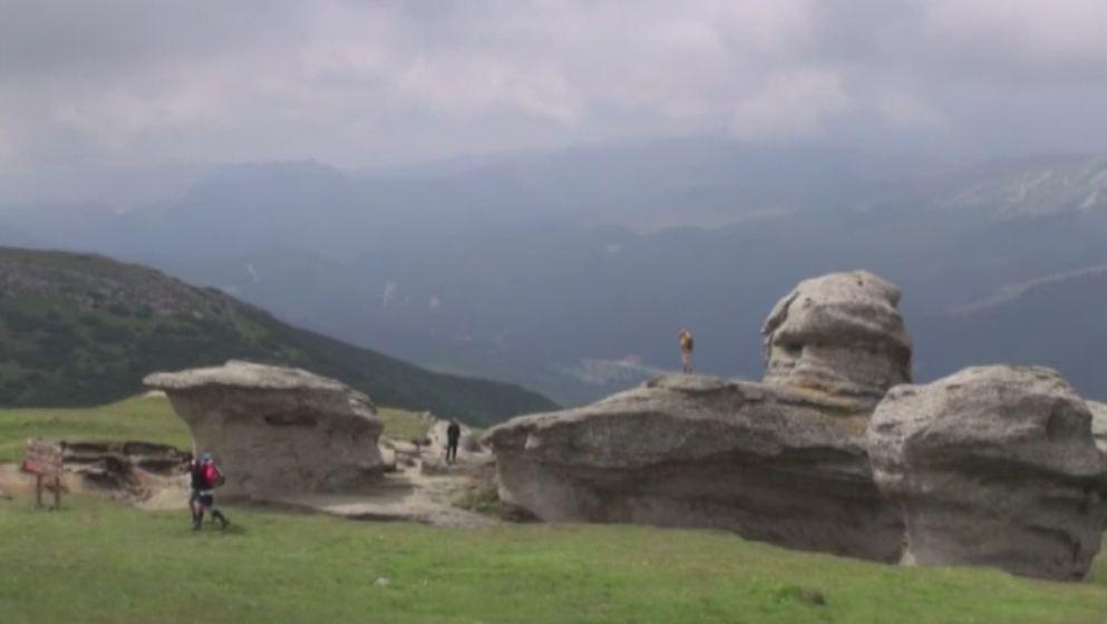 Zi perfecta de vara la munte. Turistii au facut drumetii in Bucegi, au stat la gratare sau au urcat la peste 2.200 de metri