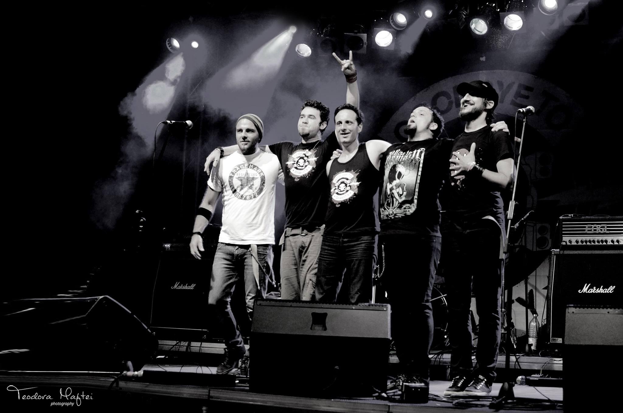 Romanii de la Goodbye To Gravity impart scena cu Sabaton la Exit Festival in Serbia