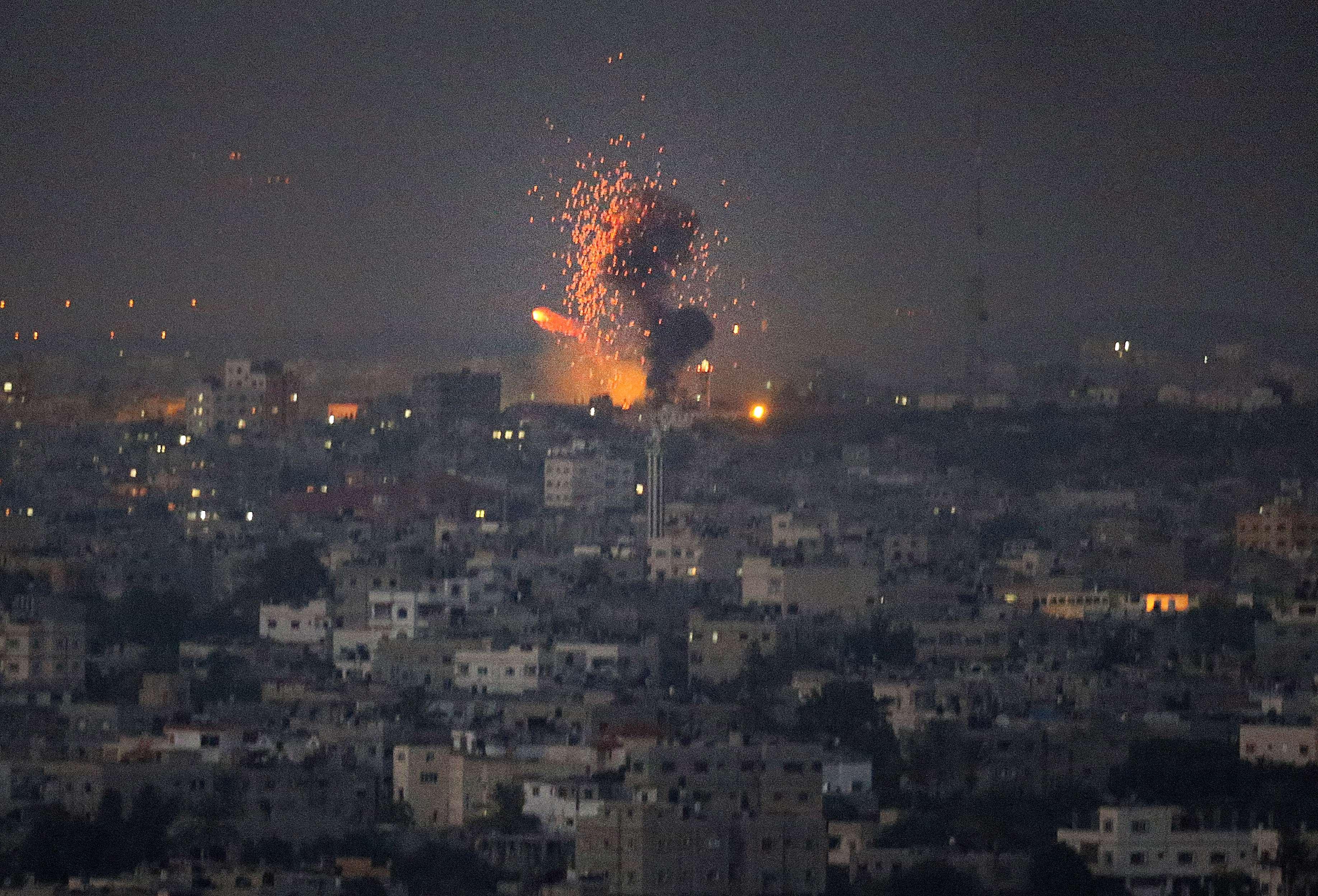 Trei rachete, lansate din Fasia Gaza spre centrala nucleara israeliana Dimona. Israelul promite intensificarea atacurilor