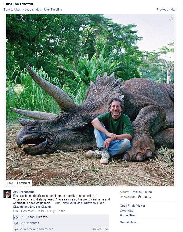 Cum a ajuns Steven Spielberg sa fie acuzat ca e vanator de dinozauri dupa o gluma facuta de un umorist pe Facebook