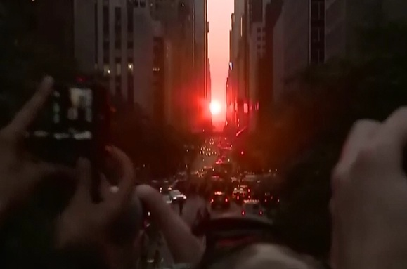 Stonehenge de New York. Un fenomen spectaculos pe care il poti vedea doar pe strazile din Manhattan