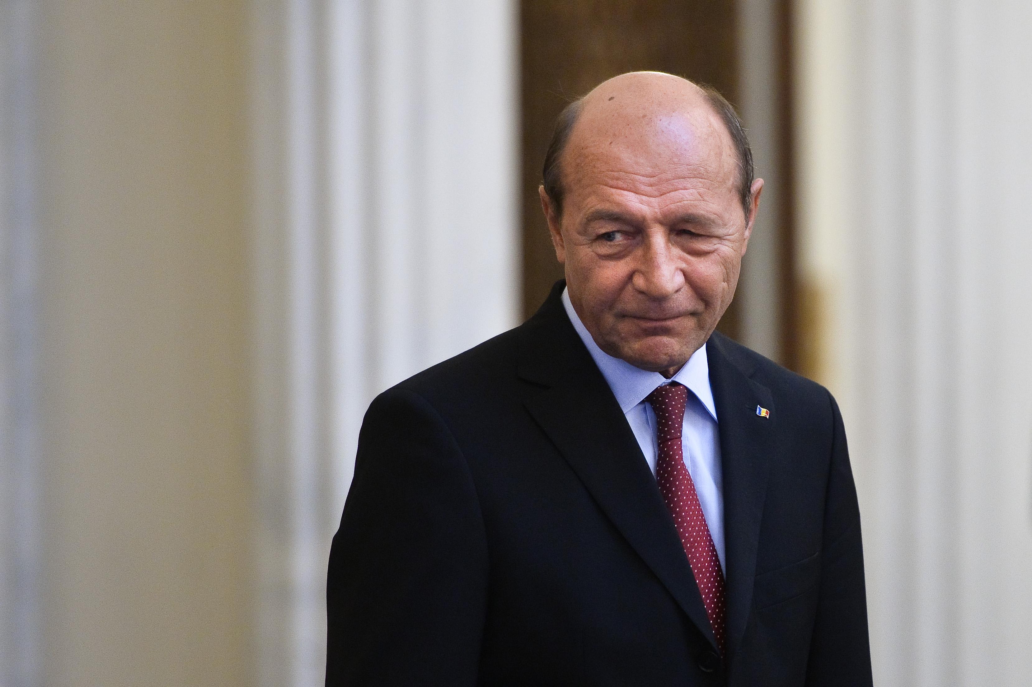 Basescu: Marele papusar la ADS este Ilie Sarbu, tata-socru. Am acuzat doua contracte: EADS si Bechtel