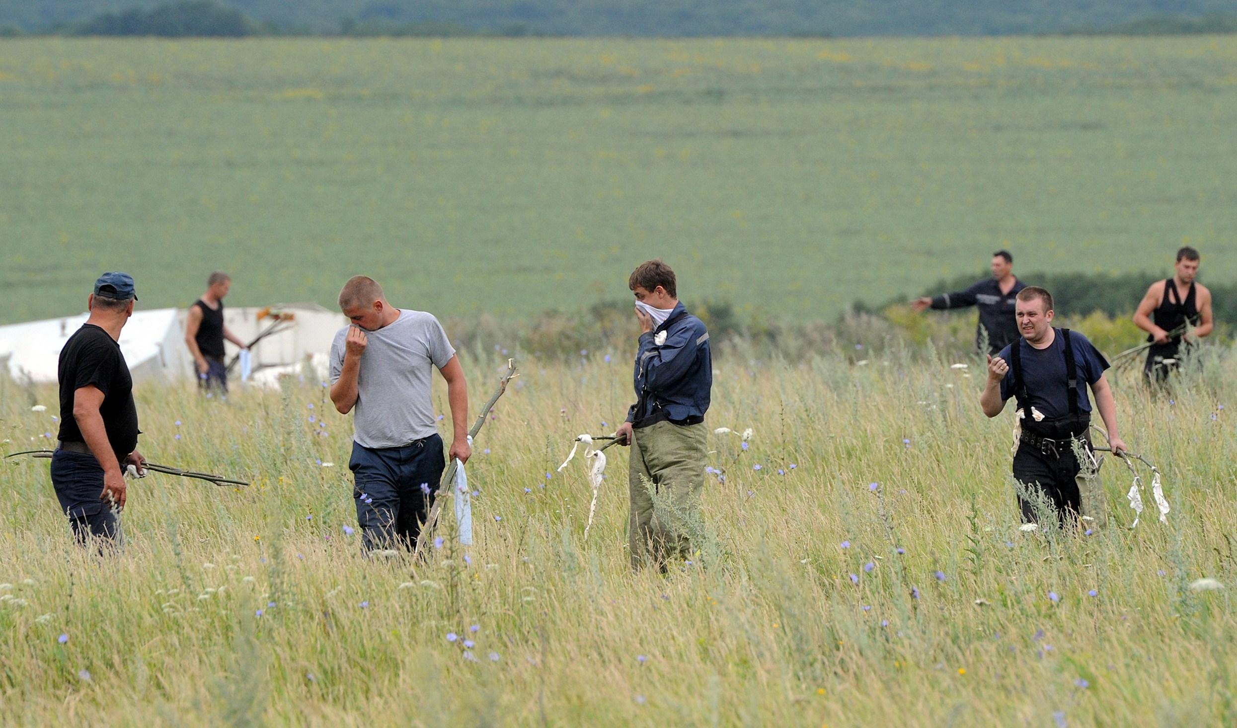 Catastrofa aviatica din Ucraina. Expertii parasesc o parte a zonei in care s-a prabusit zborul MH17 din cauza luptelor