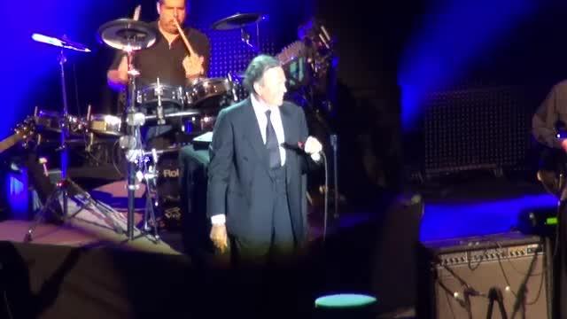 Julio Iglesias a venit insotit in Romania pentru concertul din Iasi. Alaturi de cine va canta artistul