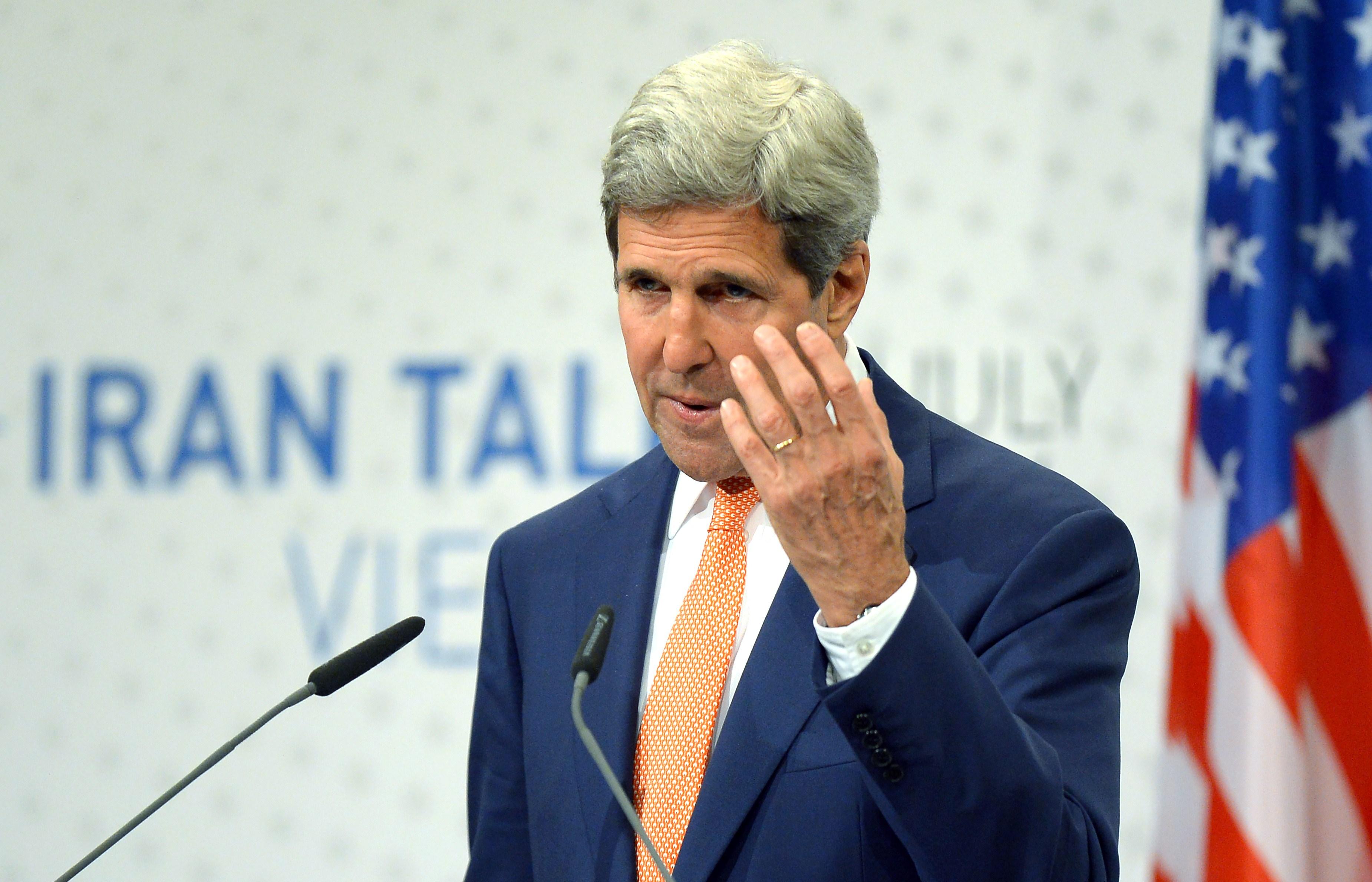 Secretarul de Stat american, in vizita la Kiev. John Kerry va discuta cu presedintele Porosenko despre conflictul cu Rusia