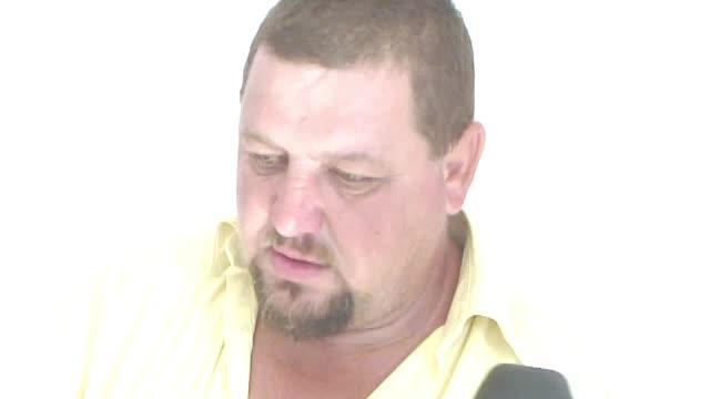 Barbat acuzat ca a violat 4 adolescente, cercetat in libertate. Imaginile gasite de politisti in telefonul acestuia