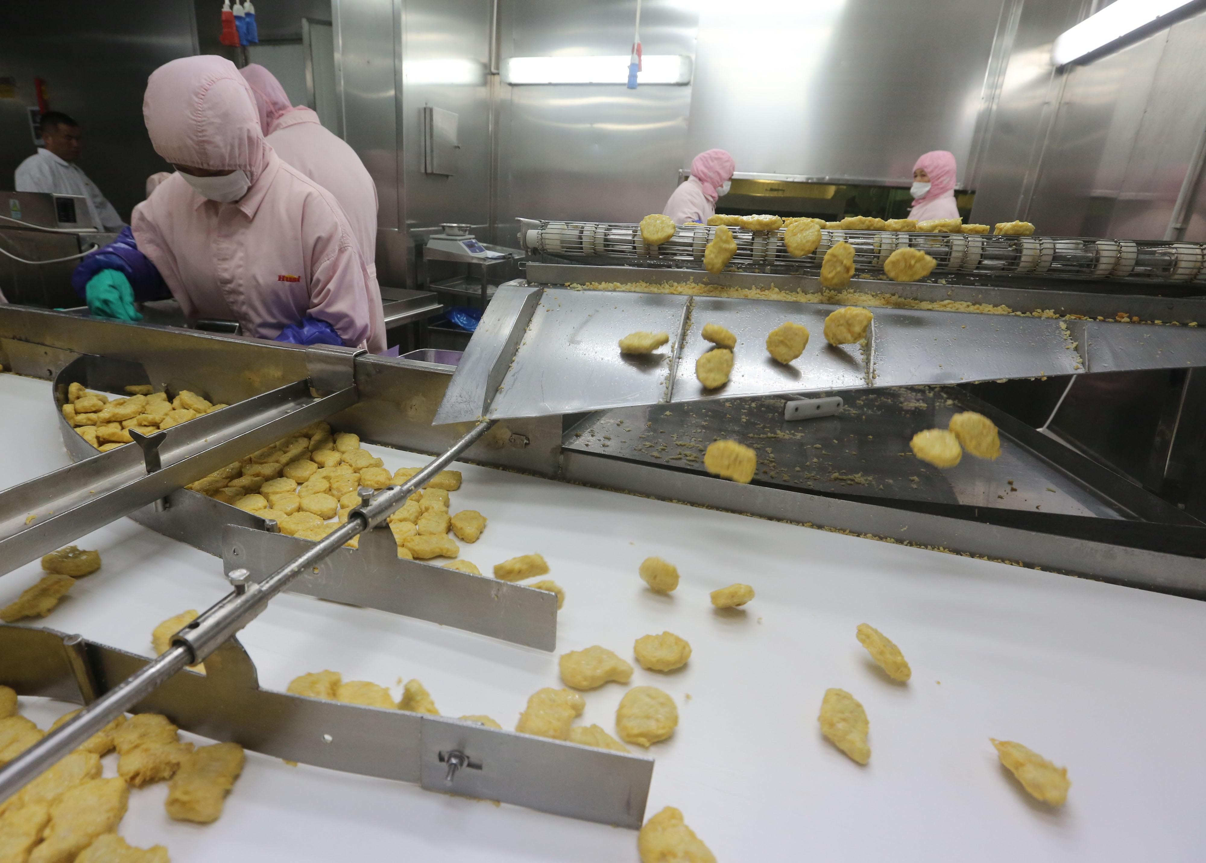 Scandal alimentar urias pe piata asiatica. Ce au descoperit chinezii despre produsele McDonald's, Burger King si KFC