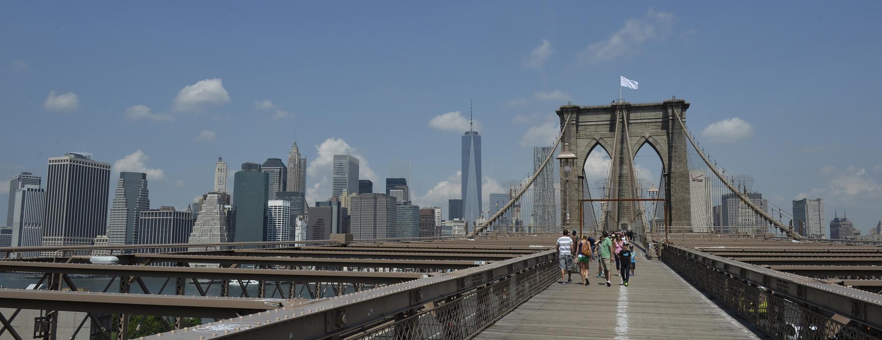 Ce s-a intamplat peste noapte cu steagul Statelor Unite de pe Brooklyn Bridge. Politistii din New York nu au nicio explicatie