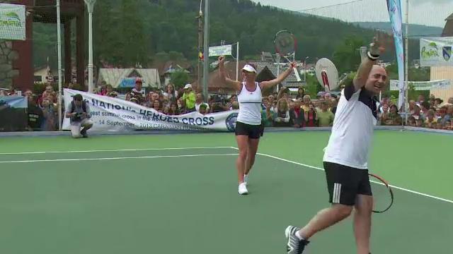 Simona Halep si Marcel Pavel, meci demonstrativ pe noua arena de tenis din Busteni. Surpriza pe care artistul i-a facut-o