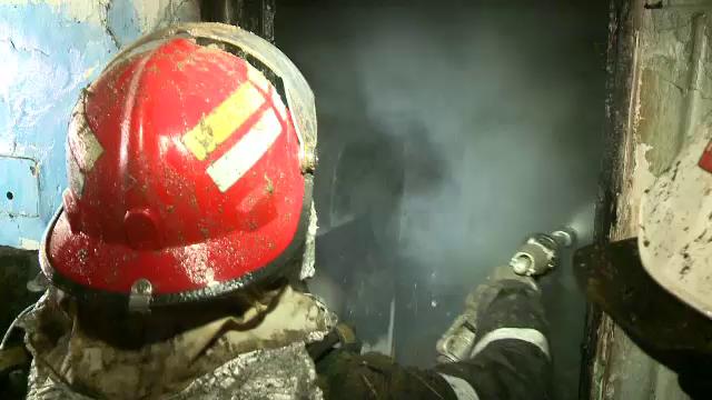 Trei lumanari lasate aprinse au provocat un incendiu devastator in Capitala. O casa s-a facut scrum