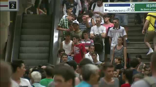 Barbatul care ar fi agresat sexual mai multe femei in Capitala, prins de politisti intr-o statie aglomerata de metrou