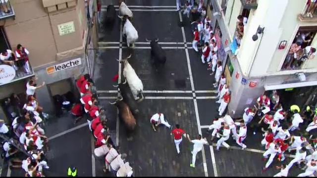 Cursele cu tauri de la Pamplona au facut noi victime. Opt persoane ranite usor, in prima zi