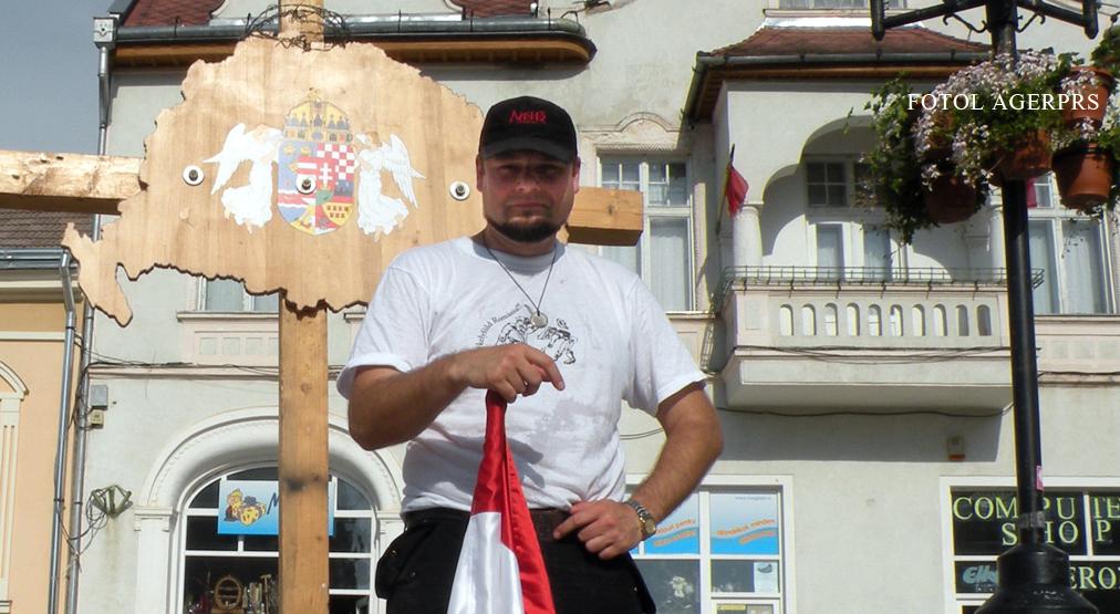 Csibi Barna s-a filmat rupand un tricolor romanesc. VIDEO cu clipul care l-a deranjat si pe seful UDMR