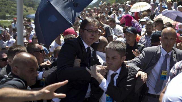 Presedintele sarb, despre atacul cu pietre asupra premierului Vucic: Salbaticia incidentului aminteste de razboiul din Bosnia
