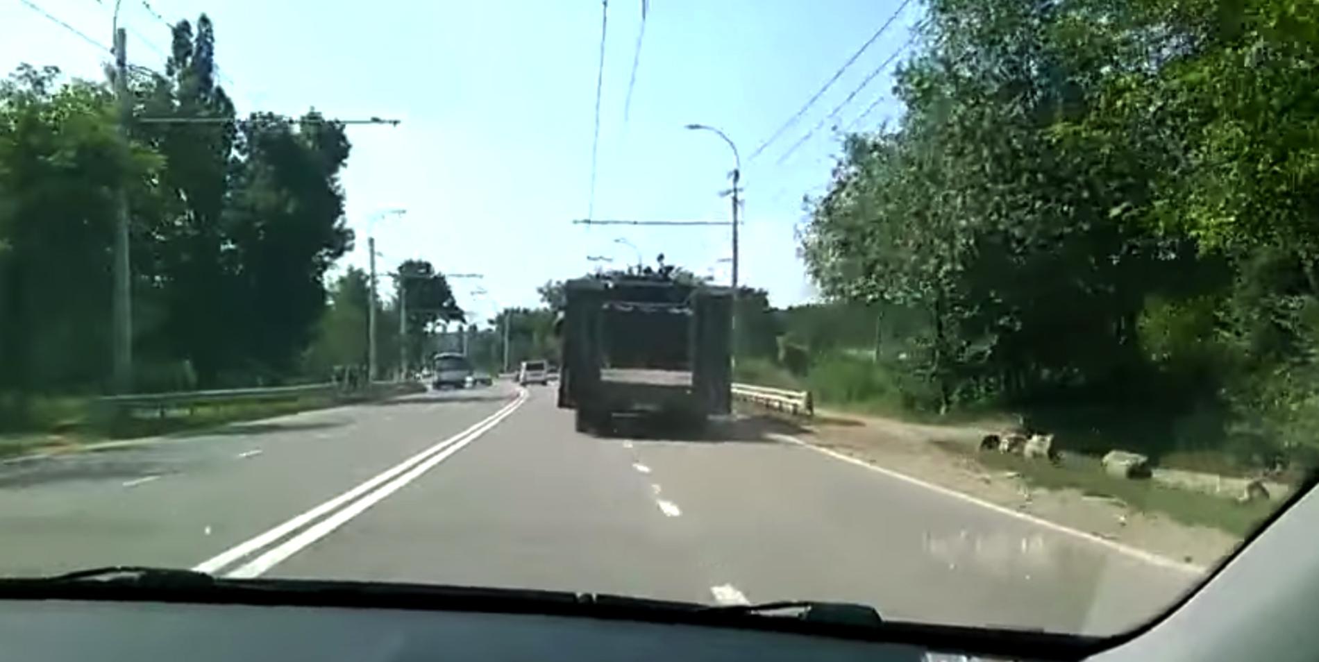 Accident uluitor in Crimeea. Ce s-a intamplat cu o platforma care transporta un tanc al armatei rusesti