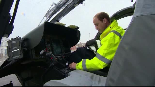 Printul William si-a inceput programul la noua slujba: pilot pe un elicopter ambulanta. Ce salariu are nepotul reginei
