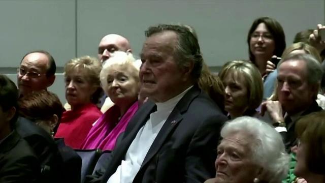 Fostul presedinte american, George Bush Senior, internat in spital, dupa ce a cazut si si-a fracturat o vertebra cervicala