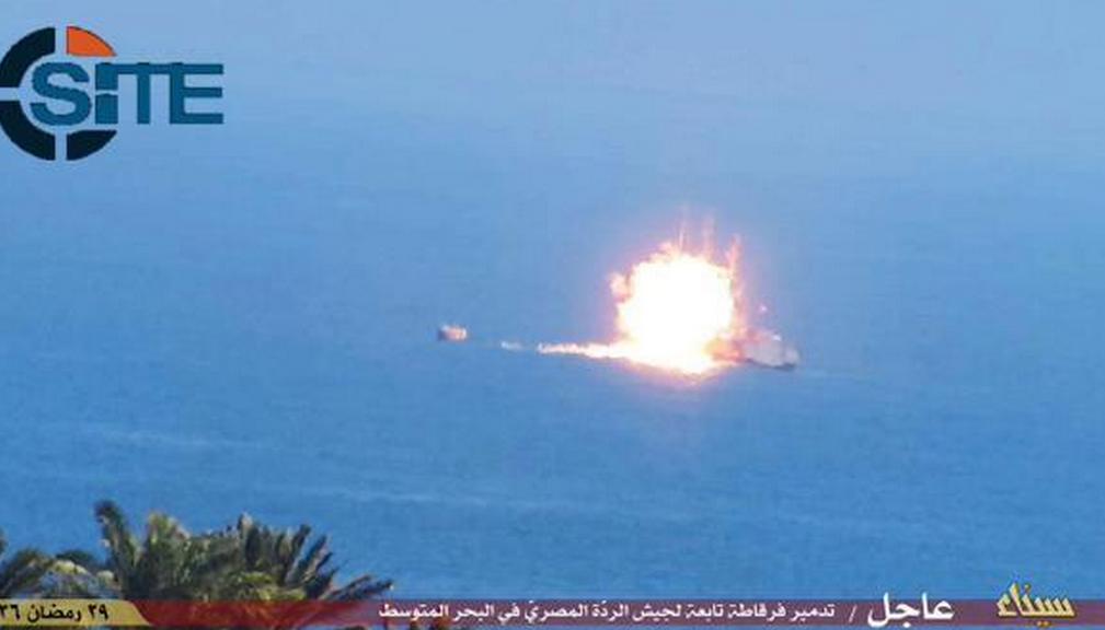 Statul Islamic a atacat cu o racheta o nava egipteana, in Marea Mediterana. Imaginile surprinse in timpul atacului: FOTO