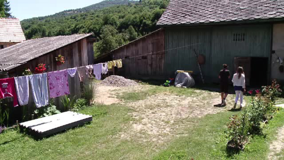 Escrocherie cu tigai-minune si vraji intr-un sat din Brasov.