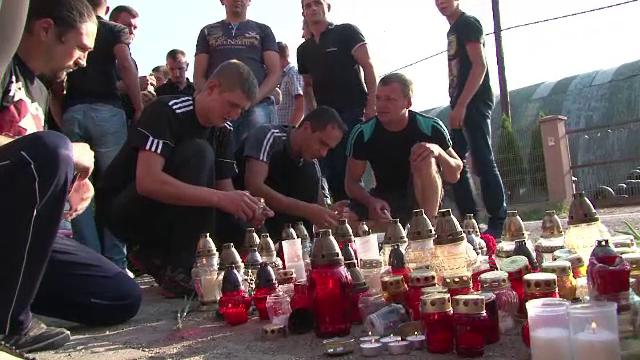 Procesiune impresionanta pentru tanarul din Harghita omorat de un sportiv suparat ca a picat Bacul: