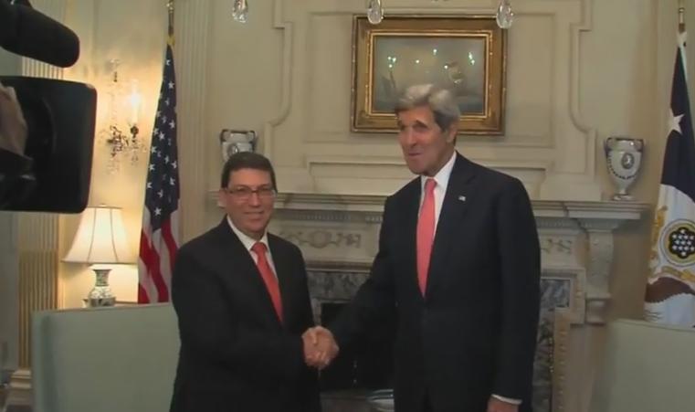Prima vizita in SUA a unui diplomat cubanez din 1958 incoace. Strangere de mana istorica intre John Kerry si Bruno Rodriguez